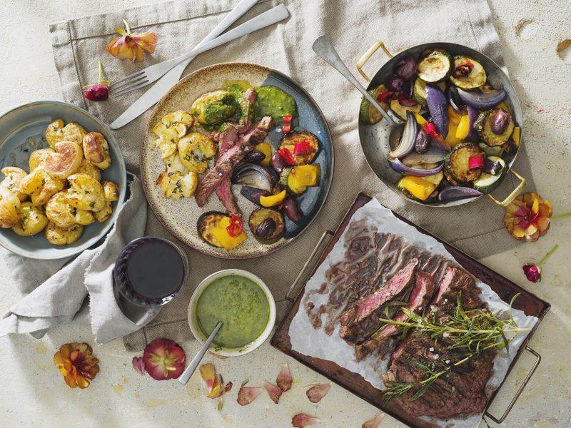 Flankstek med medelhavsgrönsaker, gremolata och parmesanpotatis