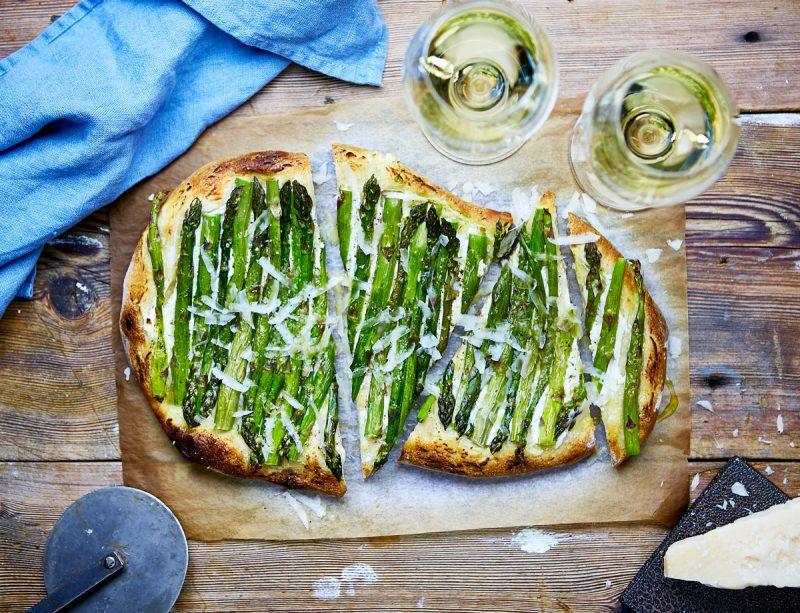 Sparrispizza recept