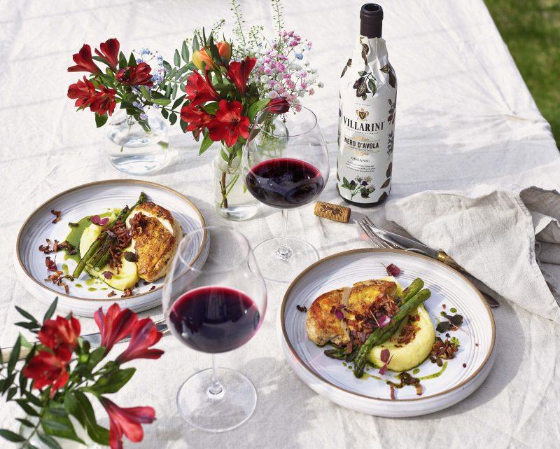 Majskyckling med sotad sparris,gräslöksolja,knaperstekt bacon samt potatis och parmesanostpuré