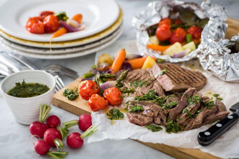 Grillat nötkött med chimichurri och primörer