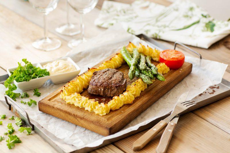 Recept plankstek med duchesspotatis och sparris